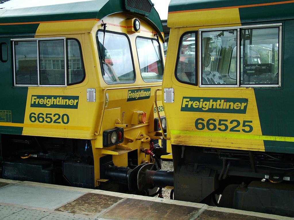 66520_66525_freightliner_Rugby_260904