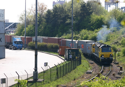 70008 departs from Felixstowe North terminal on the 18th April 2011