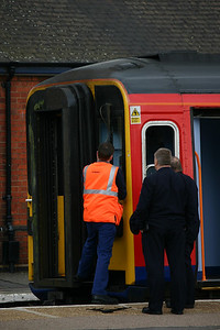 153302 has a quick windscreen wiper repair before departure - Lincoln, 5th June 2012