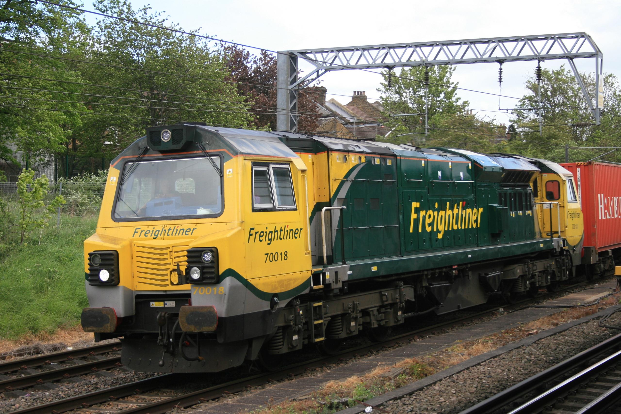 70018_WillesdenJcn_05052015 (10)_freightliner