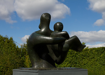 """Henry Moore """"Mother and Child"""""""