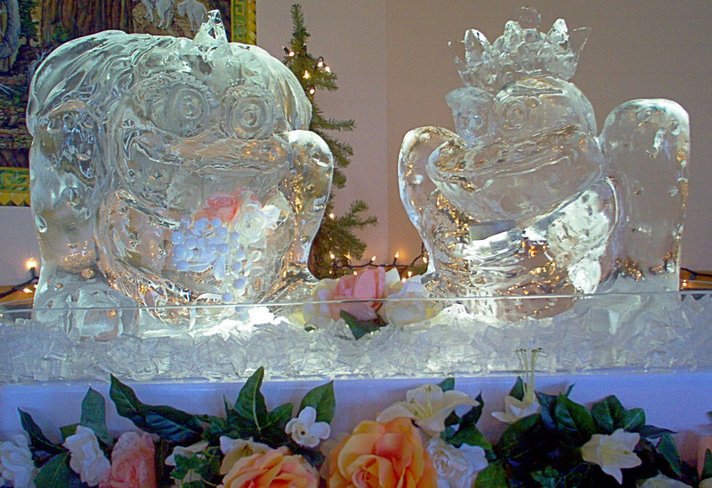 Prince and Princess Frogs Ice Sculpture