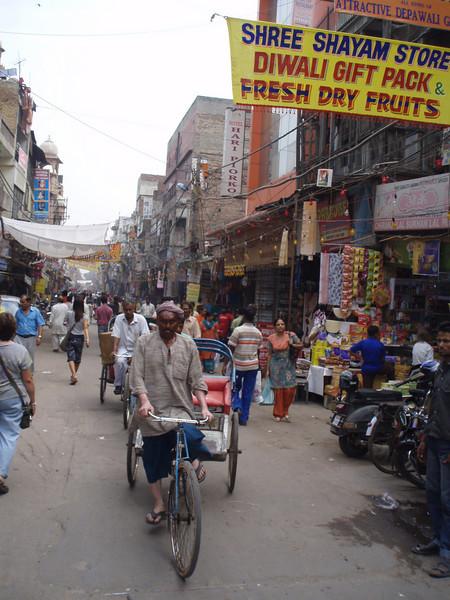 street scene in Paharganj, Delhi