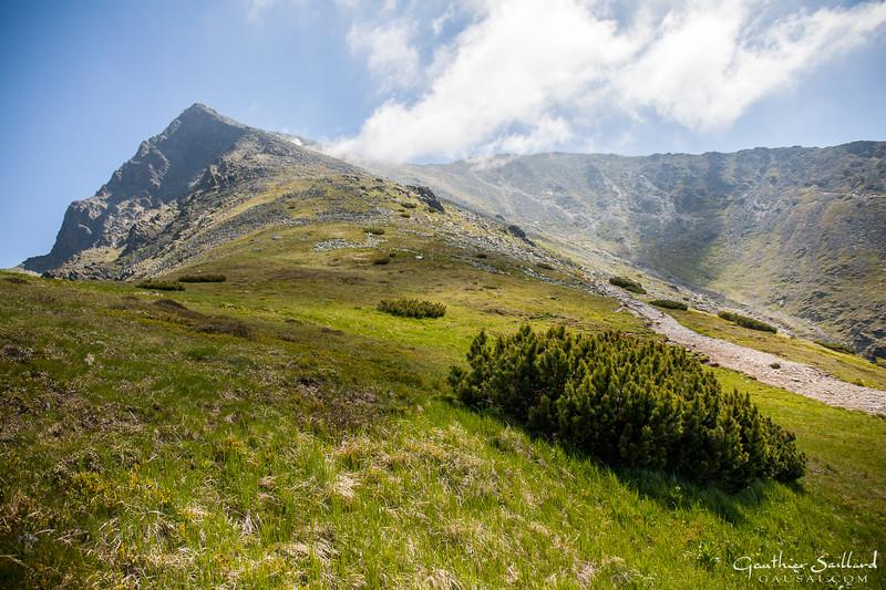 Die Hohe Tatra, ein Teilgebirge der Tatra zwischen Slowakei und Polen, ist der höchste Teil der Karpaten. Nationalpark unter besonder Schutz und Biosphärenreservat der UNESCO, die Hohe Tatra ist ein landshaft wunder...