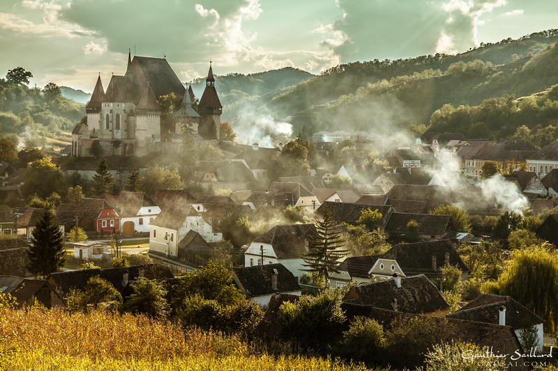In the Valley of Biertan, time seems to have stopped: sheep, bears and wolfs live a free life, no fences shape the hills... And for more than 500 years, people in Transylvania have made wood into charcoal. Today, however, only a few can be found deep in the forest : Europe´s last Charcoal Burners.