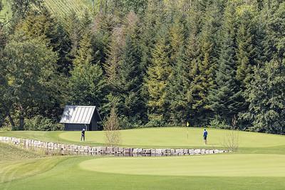 12 Golf Saint Apolliniare: eines der vielen Unterhaltshäuschen auf dem Golfplatz.