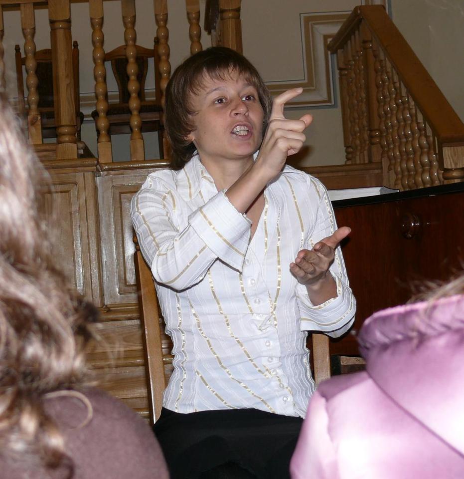 Julia Yagotin in Lvov in Dec./07 interpreting for the deaf group in Lvov