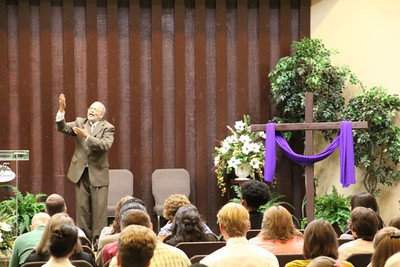 Elder Thompson Kay, Director of the TEAMS organization in Lincoln, NE, here as a presenter at the Southern Deaf Adventist Camp meeting at Cohutta Springs, GA, USA.