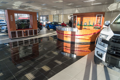 Showroom Lincoln side