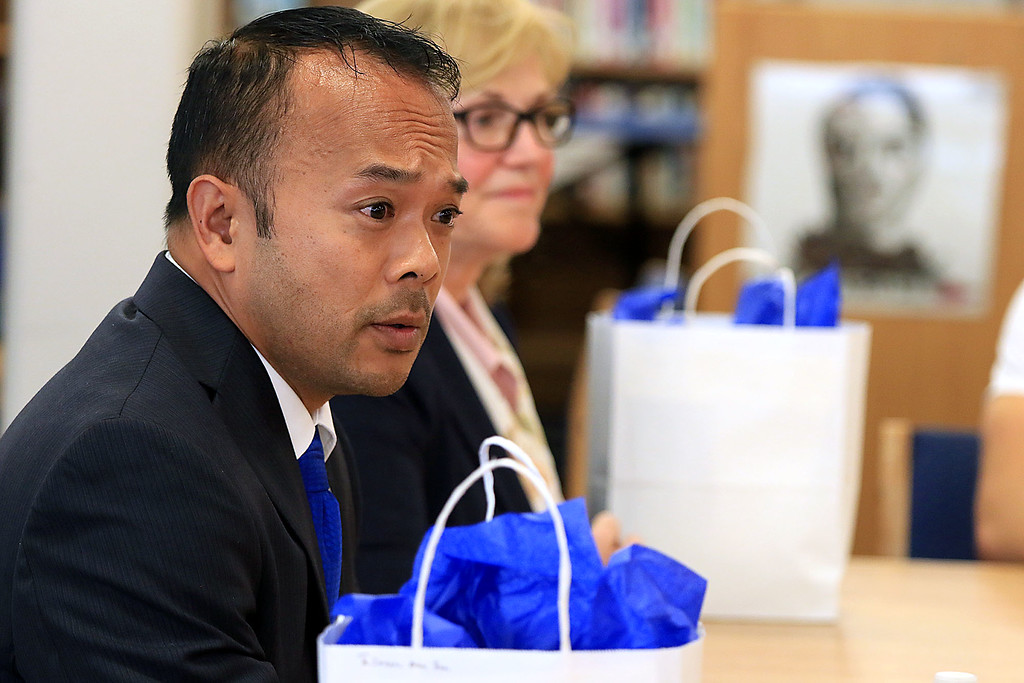 . After a debate between Senator Dean Tran and Sue Chalifoux Zephir at Leominster High School they met with the students in the school\'s STUMP (Students for Transparency and Understanding of Municipal Politica) program. Senator Tran addresses the students. SENTINEL & ENTERPRISE/JOHN LOVE
