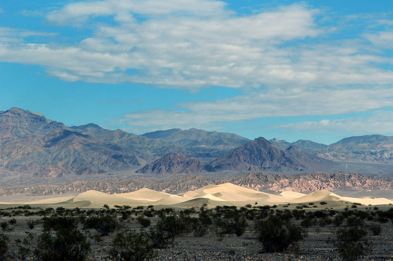 As I neared Stovepipe Wells, the sand dunes came into view. It's been a long time since I been on the dunes. OK, going to check out the sand dunes.