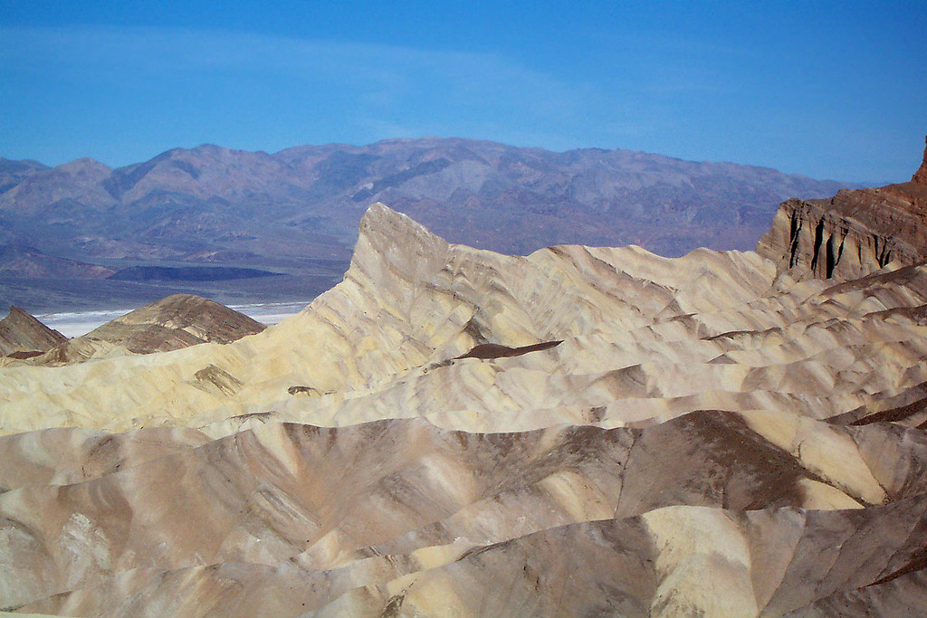Zoomed in on the peak. I been to Zabriskie Point many times, the main thing I always remembered about it was Manly Beacon. Really happy that we are about to climb it. We tried it last month, but got rained out.