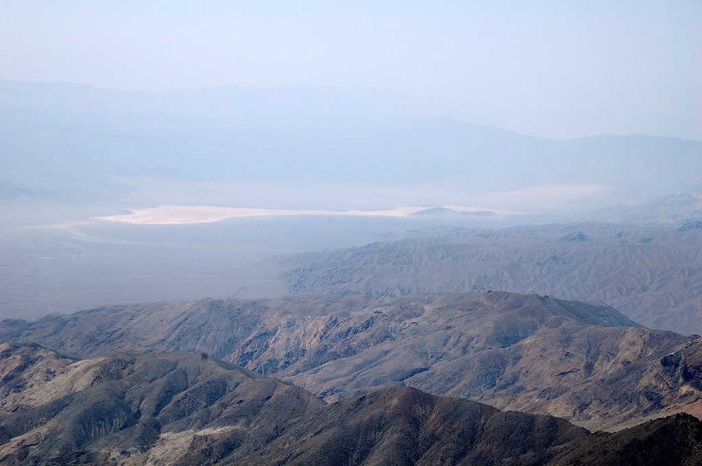 Zoomed in on the lake bed. Can barely make out the Panamint Dunes on the right, to bad it's hazy.