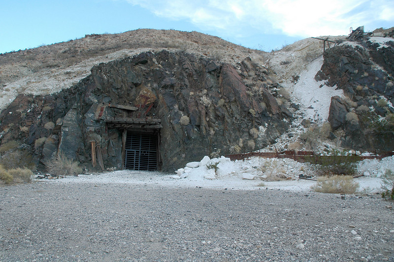 We didn't stop at the Warm Spring Mine on the way in, so we did on the way out.