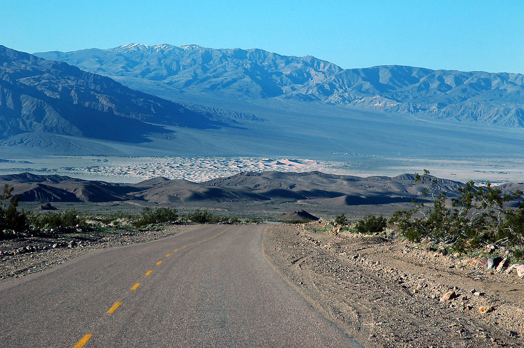 A view of the Stovepipe Wells Sand Dunes as I start my drive to the Racetrack.