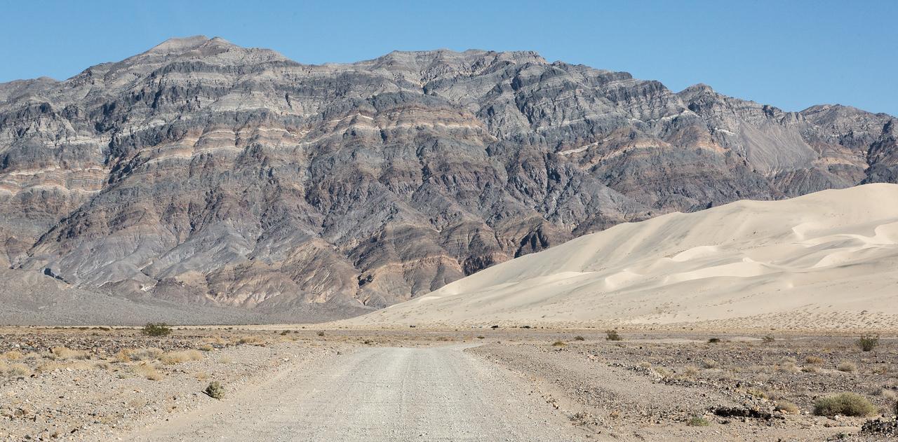 The road to the Eureka Dunes campsite