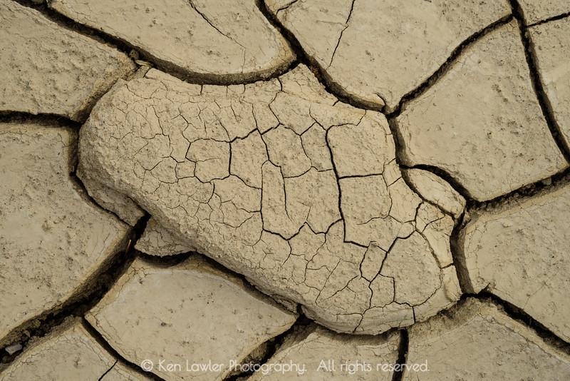 Dry wash cracks