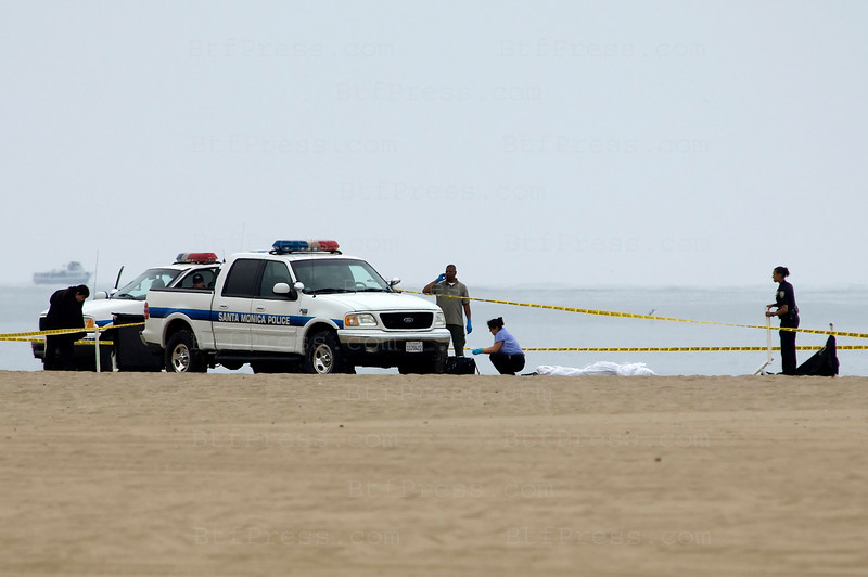 "Exclusive. One man was found dead on Santa Monica beach, suicide or crime, the police find a hand gun on the sand. Santa Monica beach was the location for filming the TV Serie ""Baywatch"" (Photo by Michel Boutefeu)"