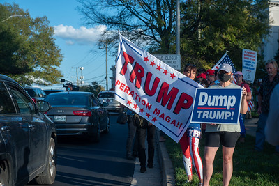 Debate 2020 protest/supports