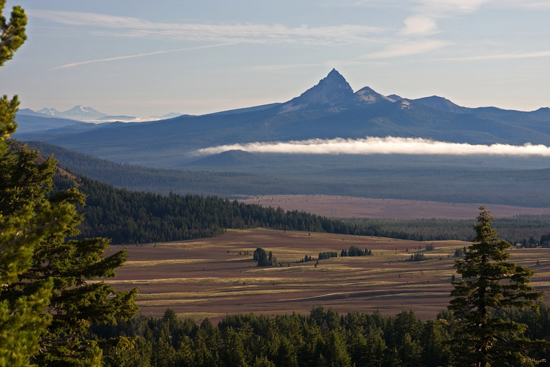 A closer shot of Mt Thielsen with South and Middle Sister (2 of the 3 Sisters) in the morning sun.