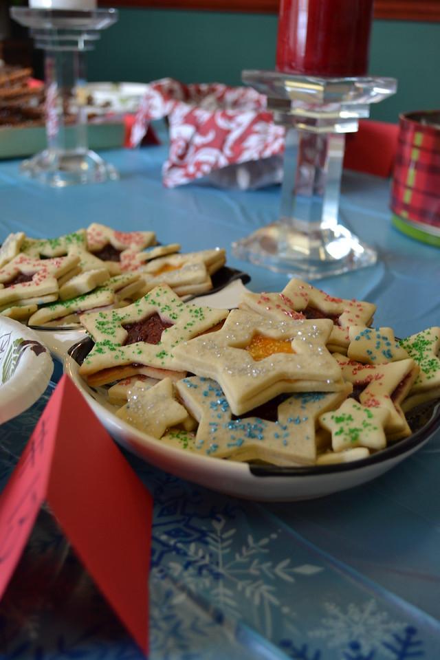 December 2013: Holiday Sweet Contest & Pollyanna