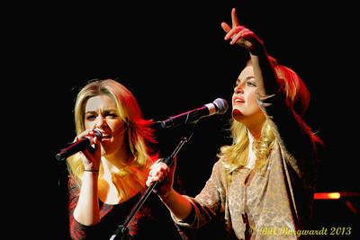 Carly & Britt McKillip - One More Girl - Huron Carole 2013 240a