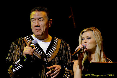 Tom Jackson & Beverley Mahood - Huron Carole 2013 459