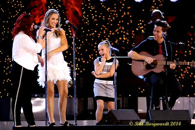 The Stellas with Lennon & Maisy clowning between takes - CCMA Holiday Special