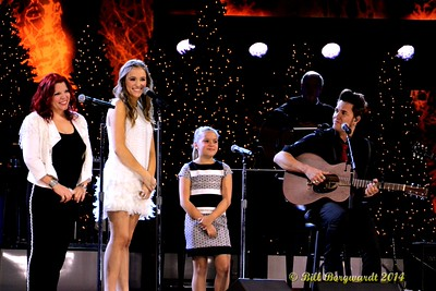 The Stellas with daughters, Lennon & Maisy - CCMA Holiday Special