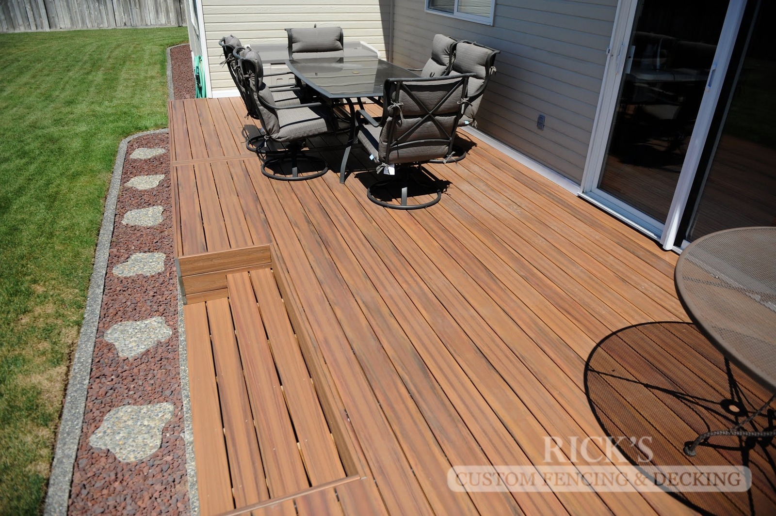 1233 - LifeStyle HDPE Composite Decking