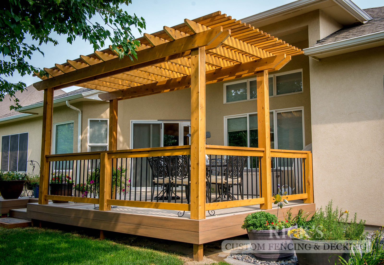 1560 - Cedar Handrail with Aluminum Balusters