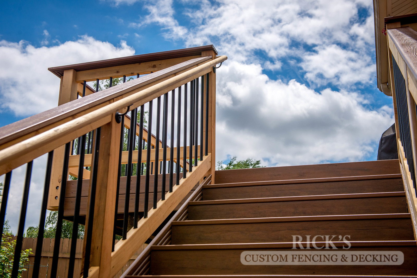 1544 - Cedar Handrail with Aluminum Balusters