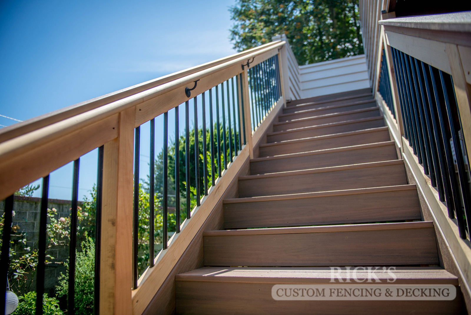 1504 - Cedar Handrail with Aluminum Balusters