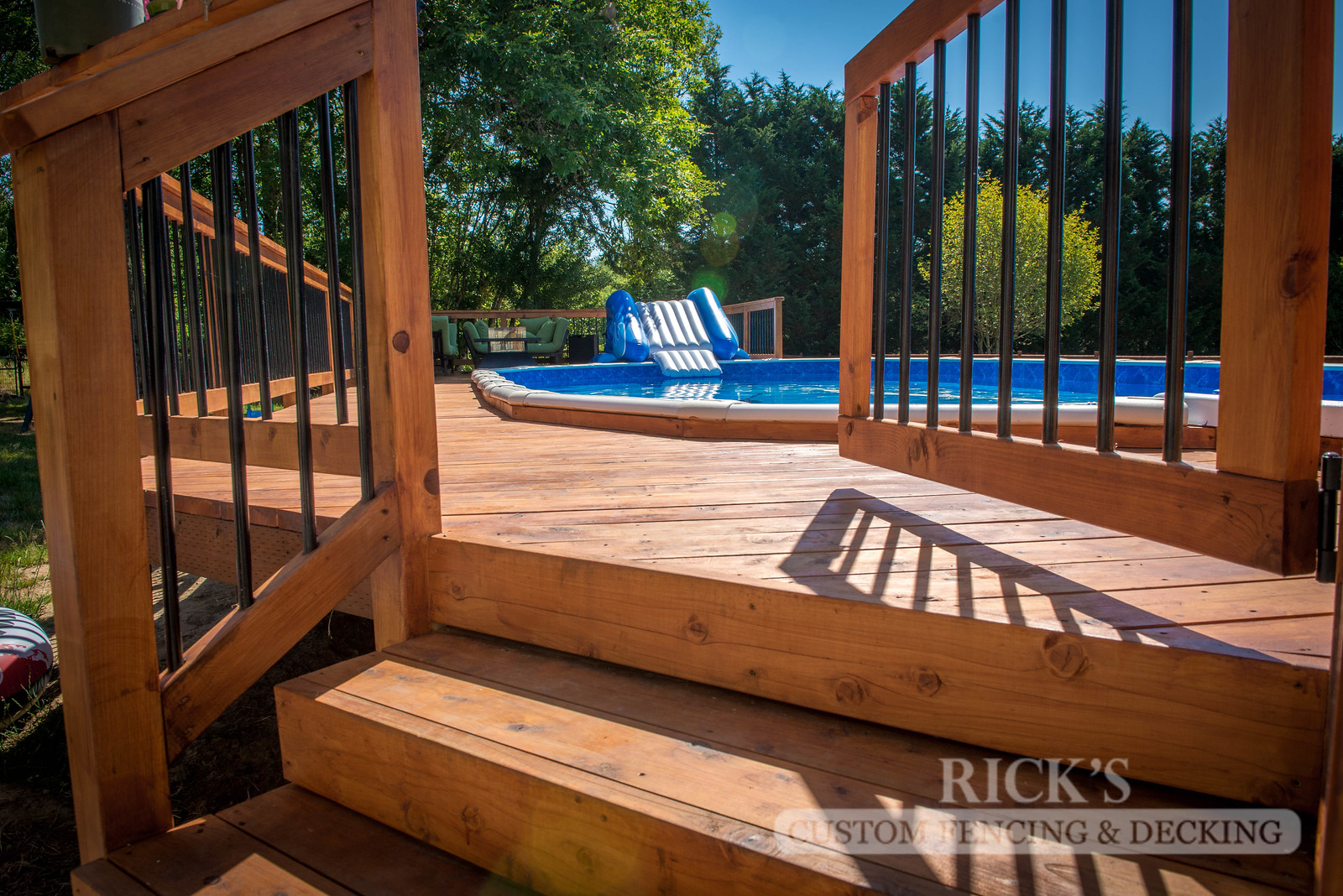 1506 - Cedar Handrail with Aluminum Balusters