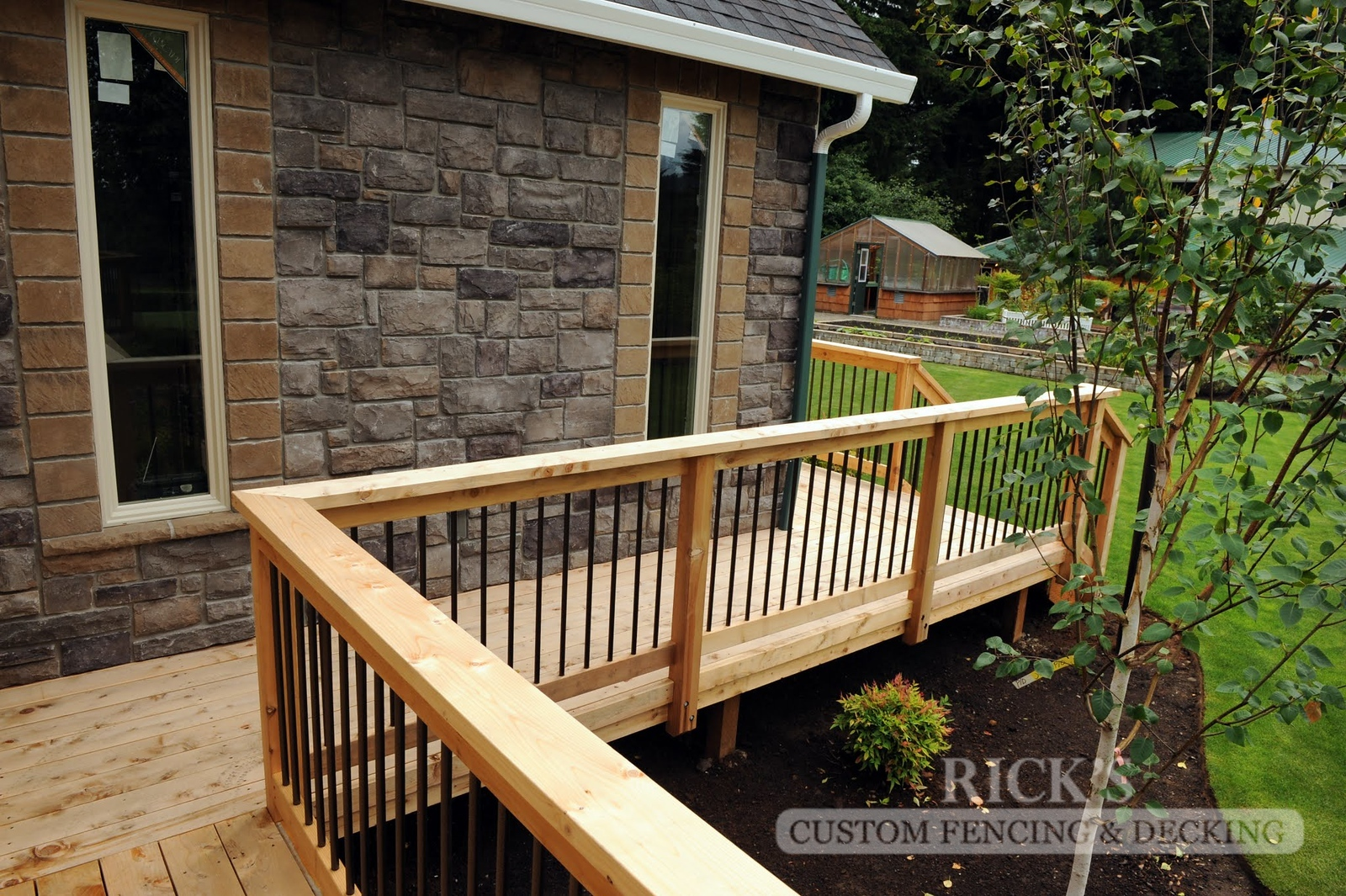 1632 - Cedar Handrail with Aluminum Balusters
