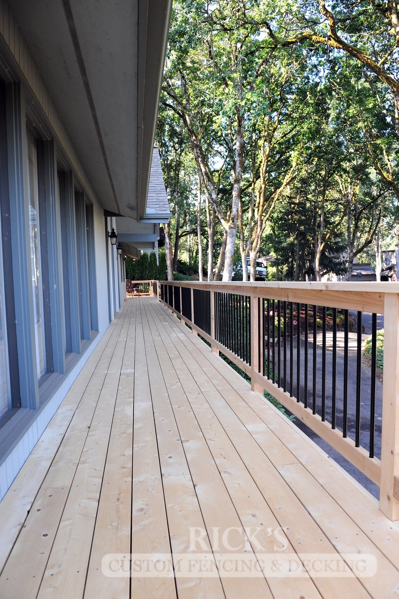 1669 - Cedar Handrail with Aluminum Balusters