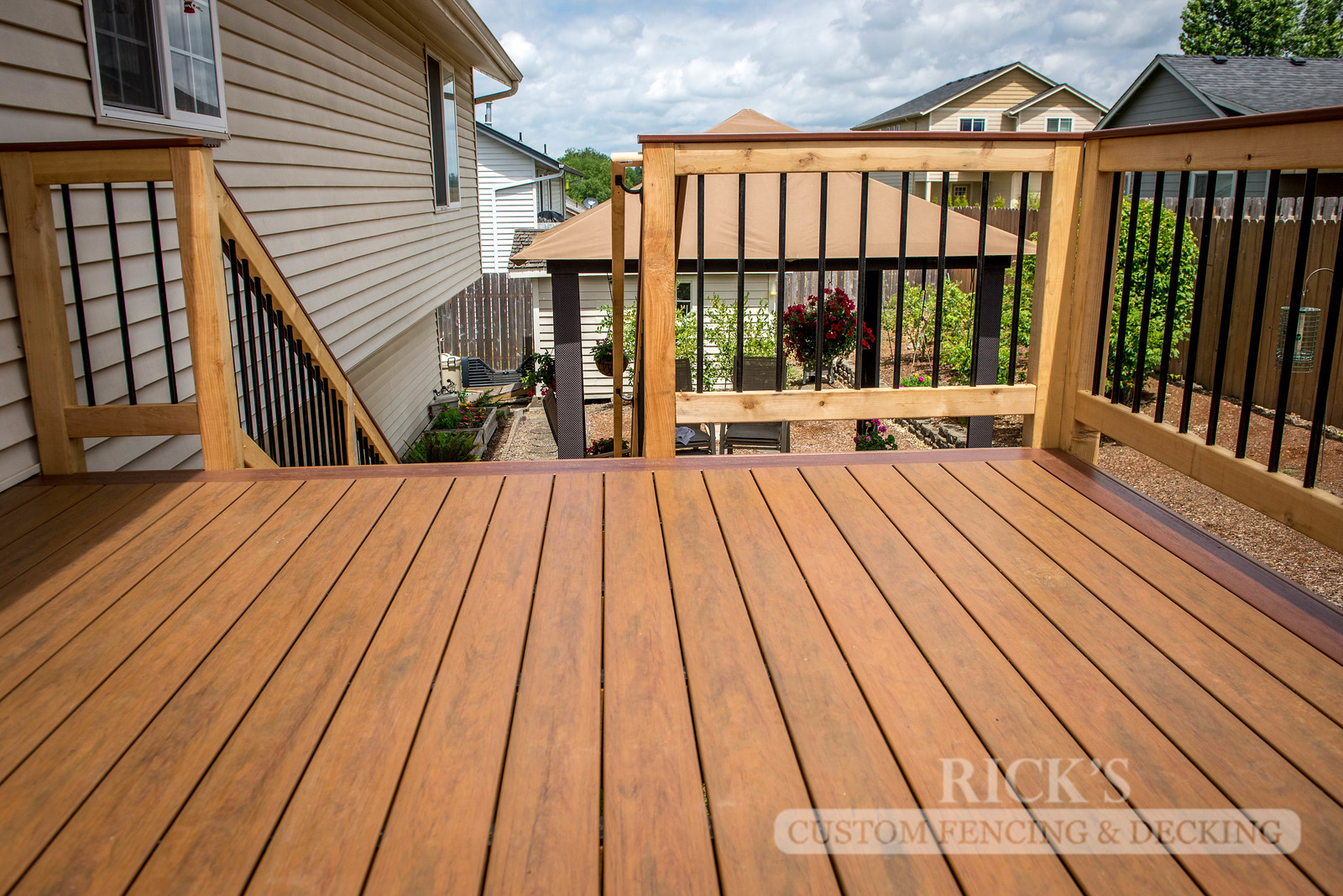 1547 - Cedar Handrail with Aluminum Balusters