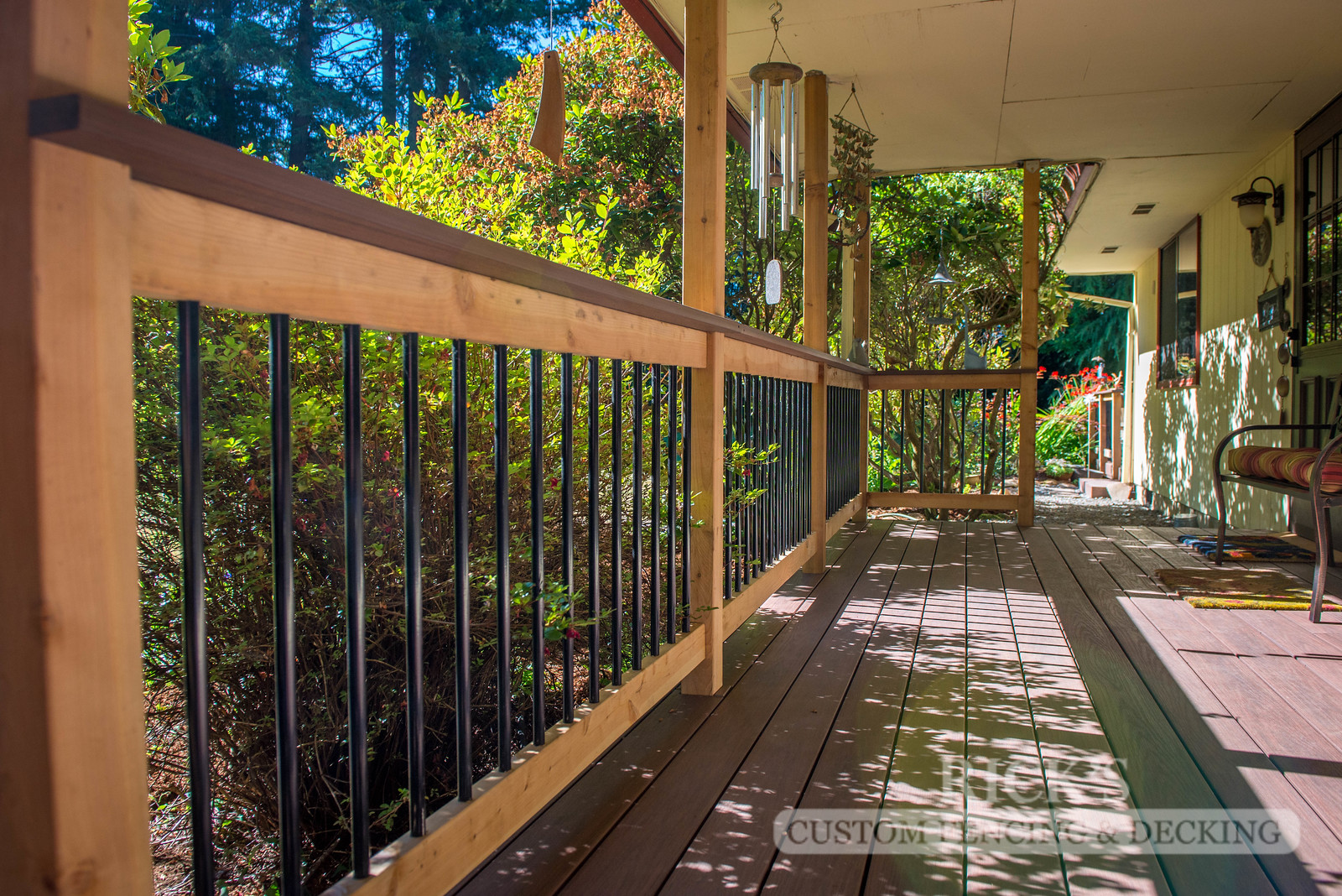 1532 - Cedar Handrail with Aluminum Balusters