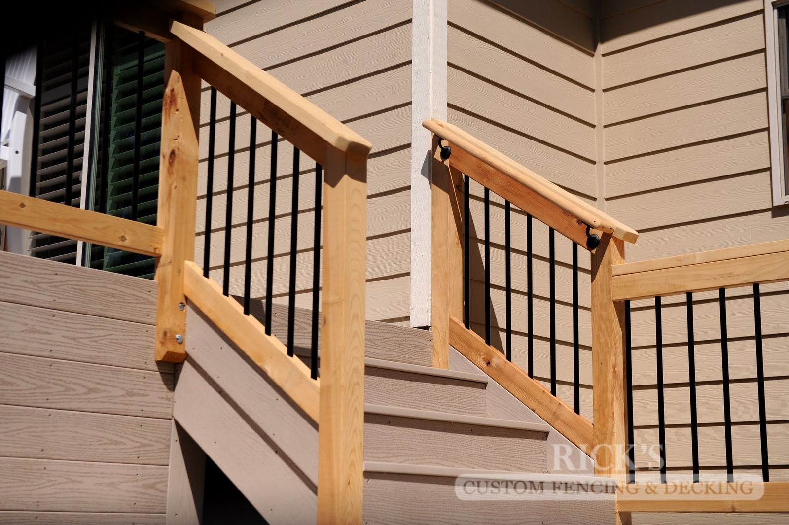1662 - Cedar Handrail with Aluminum Balusters