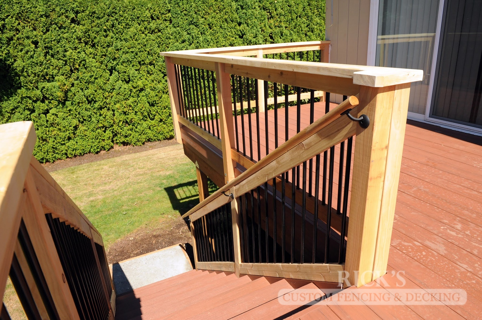 1674 - Cedar Handrail with Aluminum Balusters