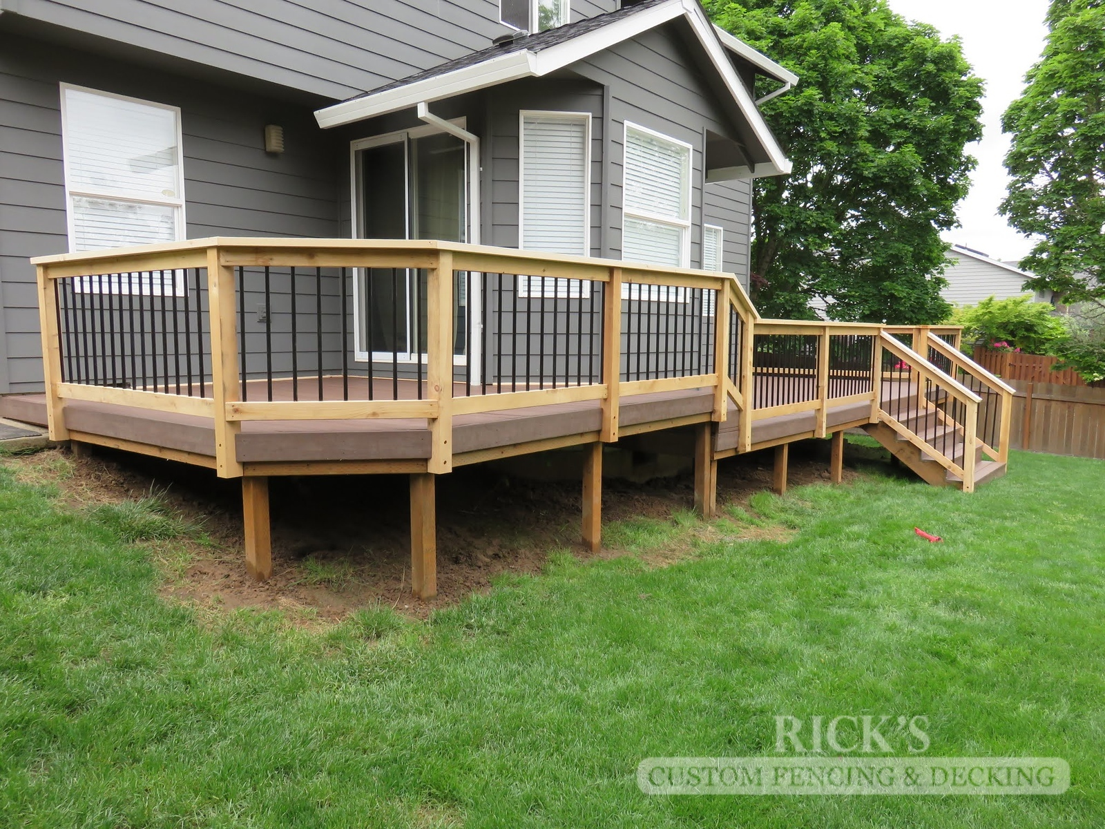 1614 - Cedar Handrail with Aluminum Balusters