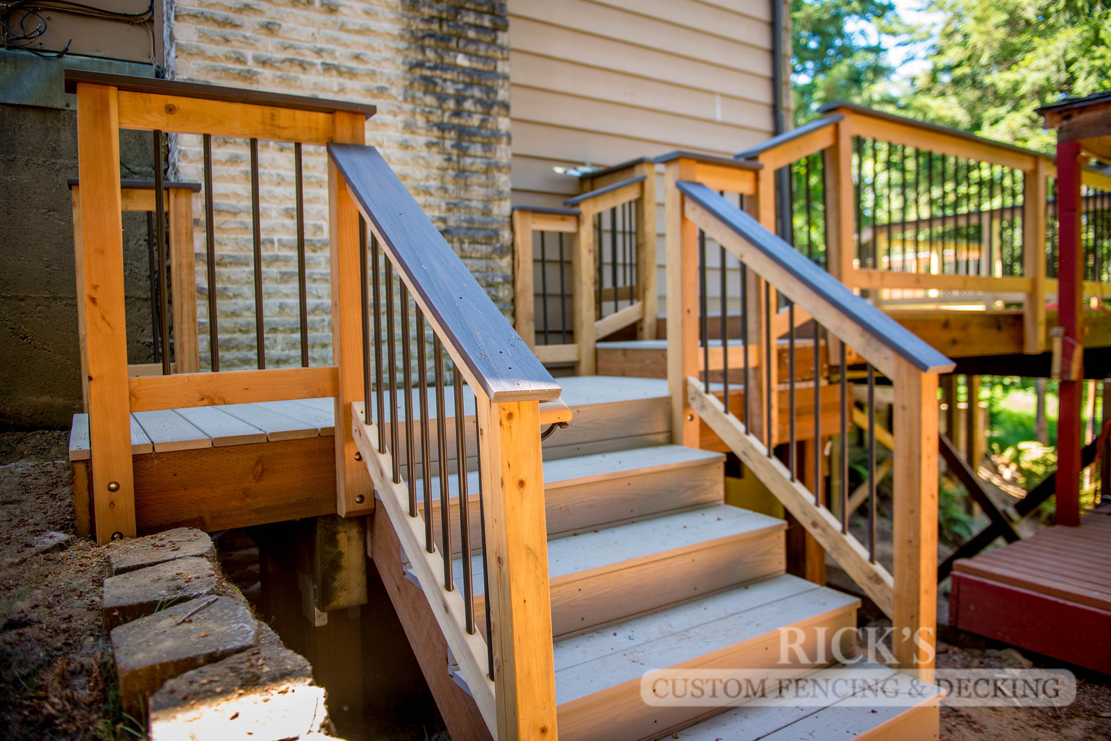 1551 - Cedar Handrail with Aluminum Balusters