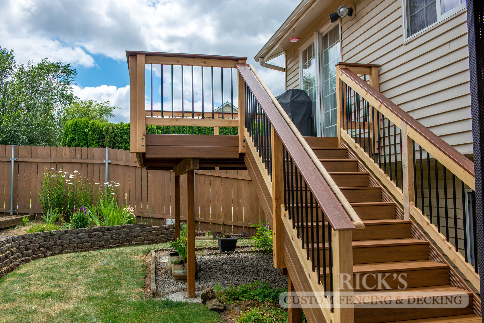 1548 - Cedar Handrail with Aluminum Balusters