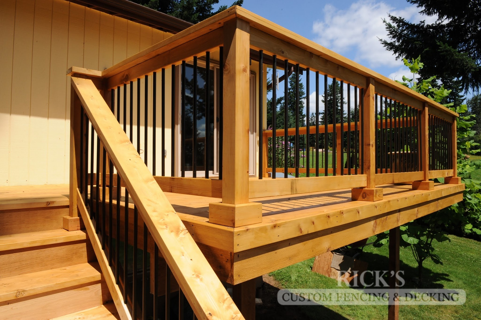 1649 - Cedar Handrail with Aluminum Balusters