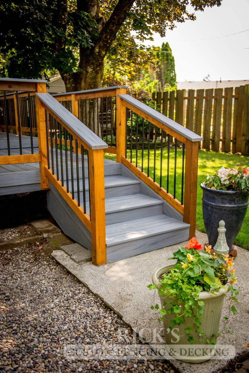 1520 - Cedar Handrail with Aluminum Balusters