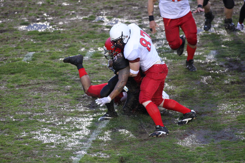 #35 Wilson Ueligitone gets tackled by #87.