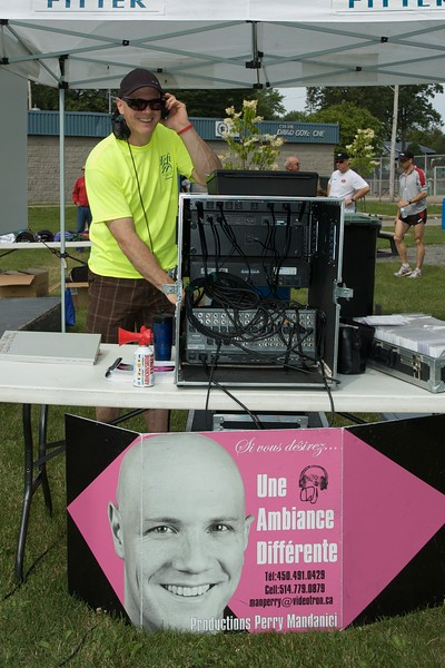 Productions Perry Mandanici. DJ for the event.