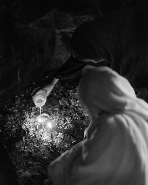 Women make offerings under the Jama Masjid