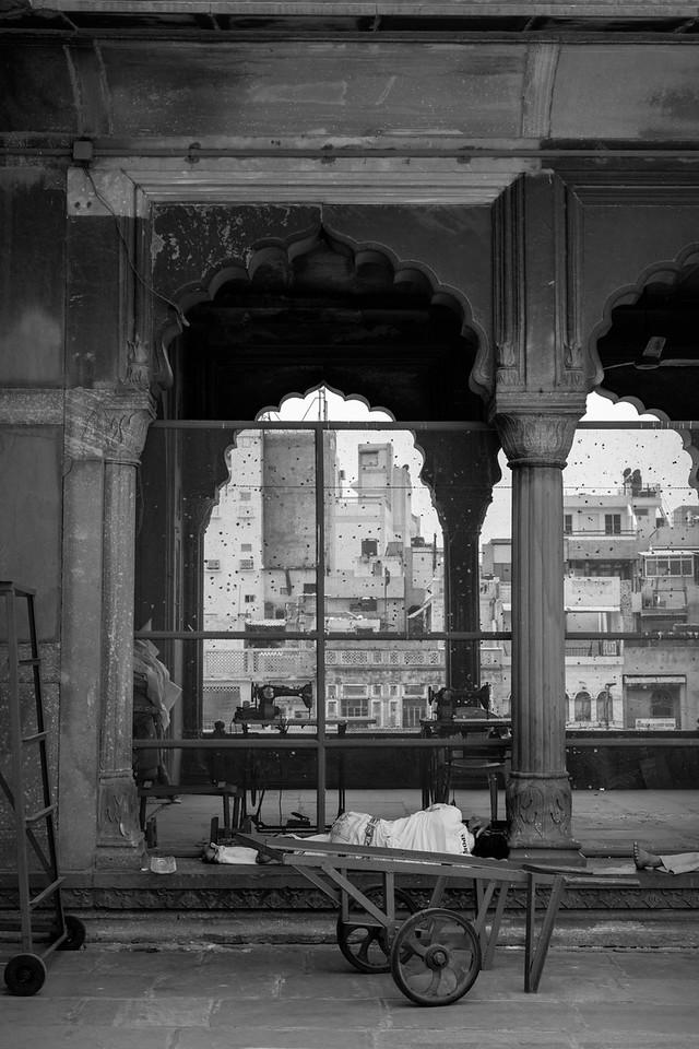 Man at rest, the Jama Masjid