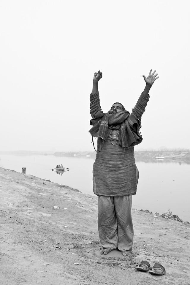 Holy man revolving, Kudsia Ghat